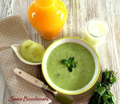 Soupe fraîche rapide de concombre menthe et jus d'orange