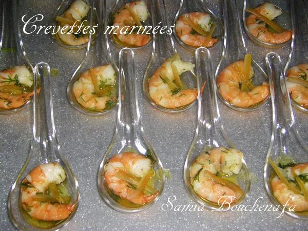 apéritif festif-cuillère de gambas en sauce spécial fêtes