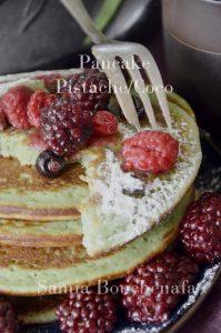 pancakes-pistaches-cocos-fruits-rouge