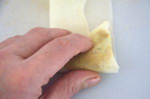 pliage-des-feuilles-de-brik-en-triangle